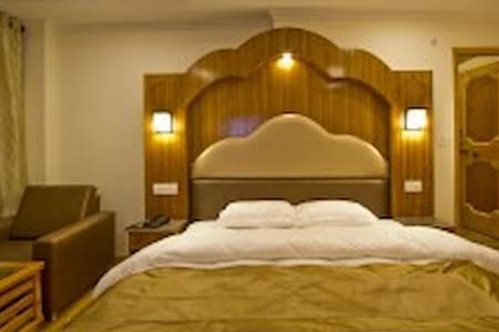 Super Luxury@Venn Premium, Manali - Neu-Delhi - Bed & Breakfast