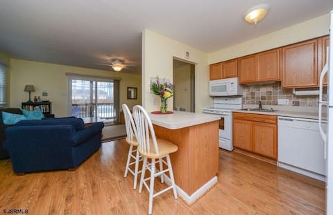 OCNJ 2BD/2BA First Floor, Short Walk to Beach !