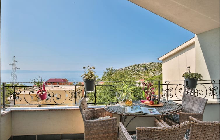 Holiday apartment with 2 bedrooms on 60m² in Makarska