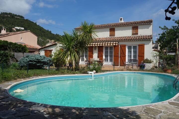 Villa-piscine pour 4 personnes