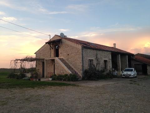 Appartement dans corps de ferme en campagne