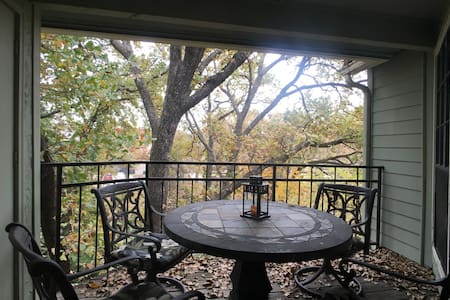 Experience a cozy TREEHOUSE in TX. - Arlington