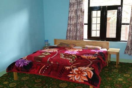 Room in close proximity to Dal Lake - Srinagar - 家庭式旅館