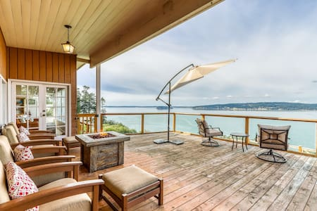 Dog-friendly home with stunning bay views, wood stove & outdoor firepit!