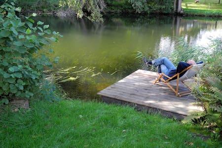 Ferienwohnung direkt am Wasser - Borkow - Apartment - 0