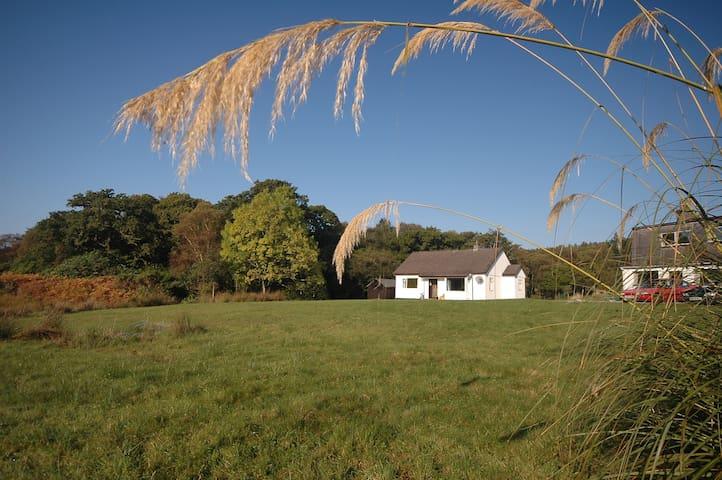 Loch View  Cottage, Loch Sunart, Ardnamurchan. - Glenborrodale - Bangalô