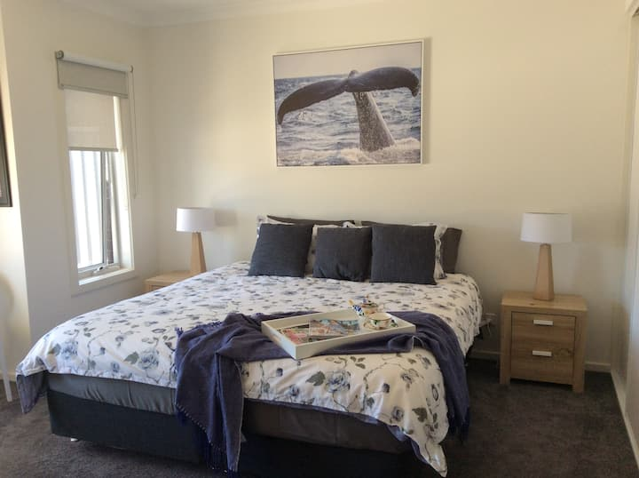 WhaleEscape:  luxury 1 bedroom with ensuite