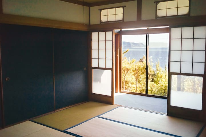 """A Dormitory Room with a Oceanview, """"Tokiwa"""" (1)"""