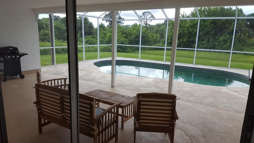 Private pool, Local beaches, Remodeled, & Clean!!!