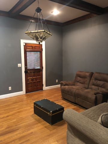 Prvte room in antique Cottage Home near Mass Ave 2