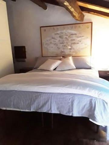 Camera da letto matrimoniale su soppalco