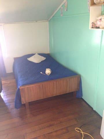 Se arrienda dormitorio espacioso - Río Negro - House