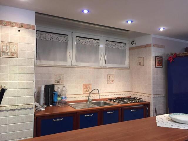 Ampio appartamento ristrutturato - Giovinazzo - Maison