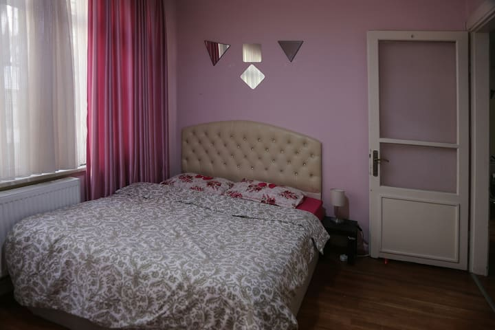 COZY ROOM NEXT TO METRO IN HEART OF ISTANBUL