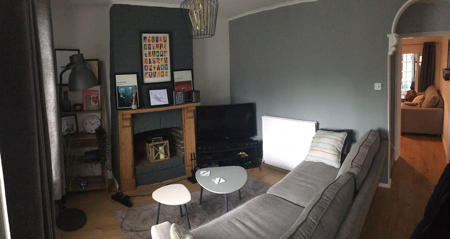 Cosy house with easy festival links