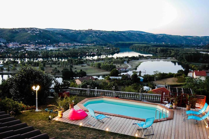 Villa Piscine Sauna Spa vue pano sans vis à vis