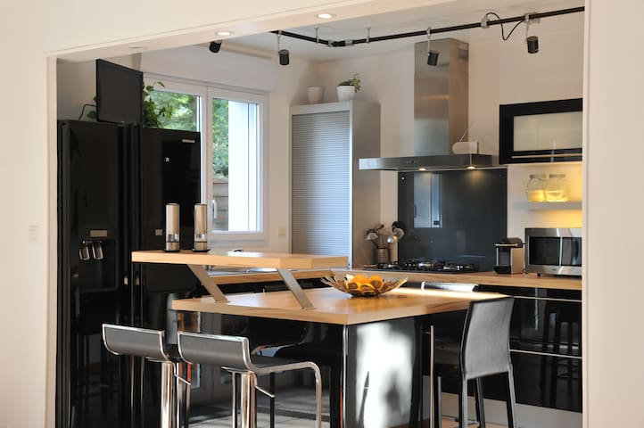 Chambre bleue / maison calme avec petit déjeuner