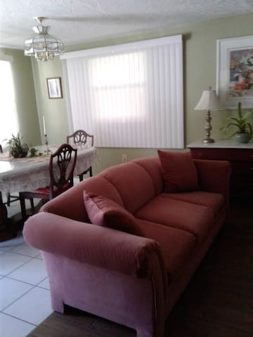 Studio apartment in downtown Tarpon Springs! - Tarpon Springs