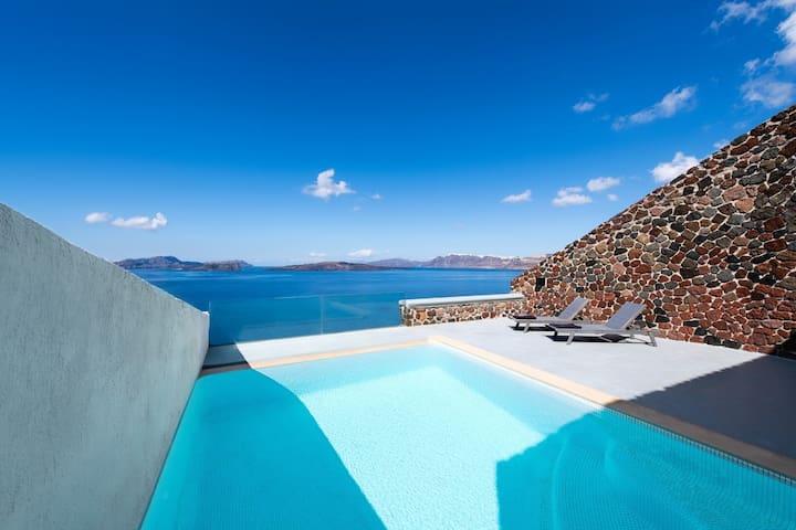 Infinity Cave Suite | Private Pool & Caldera View