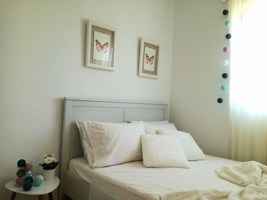 bedroom upstairs,double bed (1.40m)