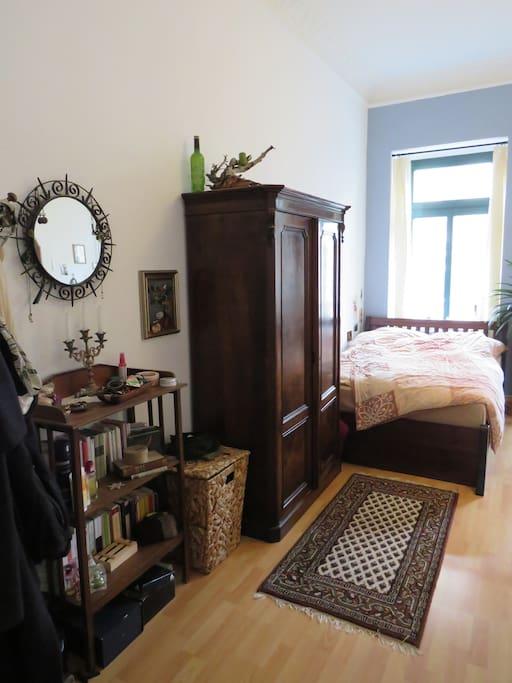 Zimmer 1 mit antiken Möbeln