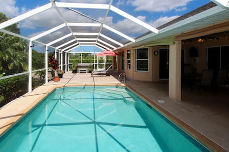 Pool Home on Golf course! - Lehigh Acres - Hus