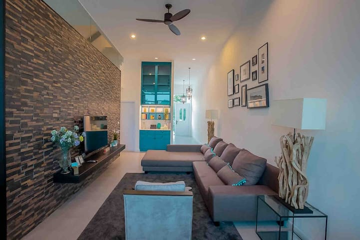Cozy Home @The Midst,Royal Hills, 3BR,Huge kitchen