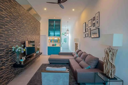 Cozy Home @The Midst,Royal Hills, 3BR,Huge kitchen