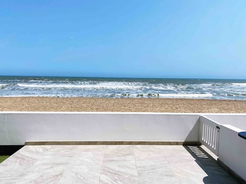 On The Beach 2-bedroom apartment with sea view
