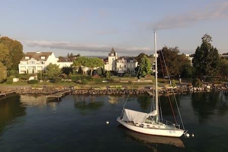 LE BEAUVOIR: Unforgettable 3-level lakeside flat