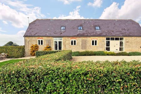 A Charming Cotswold Barn Conversion-beautiful spot - Chimney - Hus
