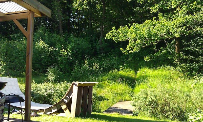 Två skogsnära rum med uteplats. - Oskarström - Haus