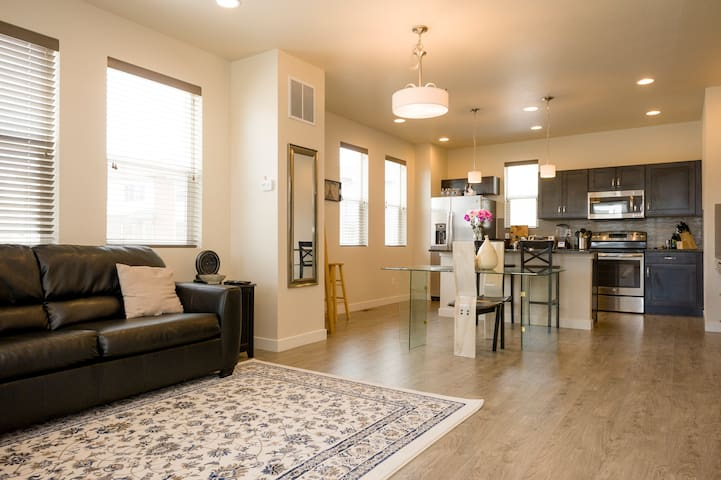 Center of it All - Broomfield - Townhouse