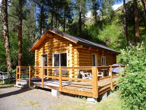 Private log cabin at Grande Ronde Cowcamp.
