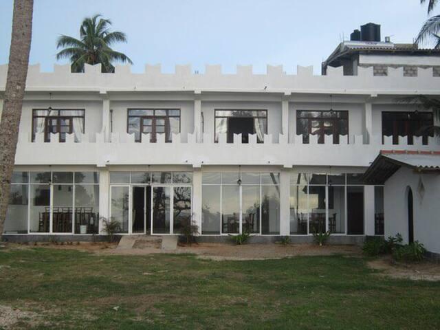 Отель Villa 96 рядом с океаном - Akurala