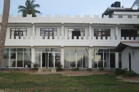 Отель Villa 96 рядом с океаном - Akurala  - Haus