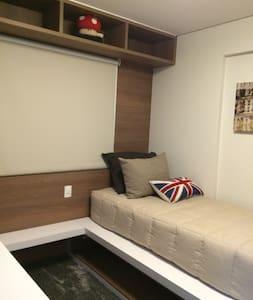 Suite Individual de Luxo (TV, AR, Wi-Fi e Mesa)