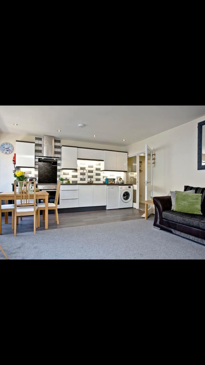 Seabanks apartment, newly refurbished and central