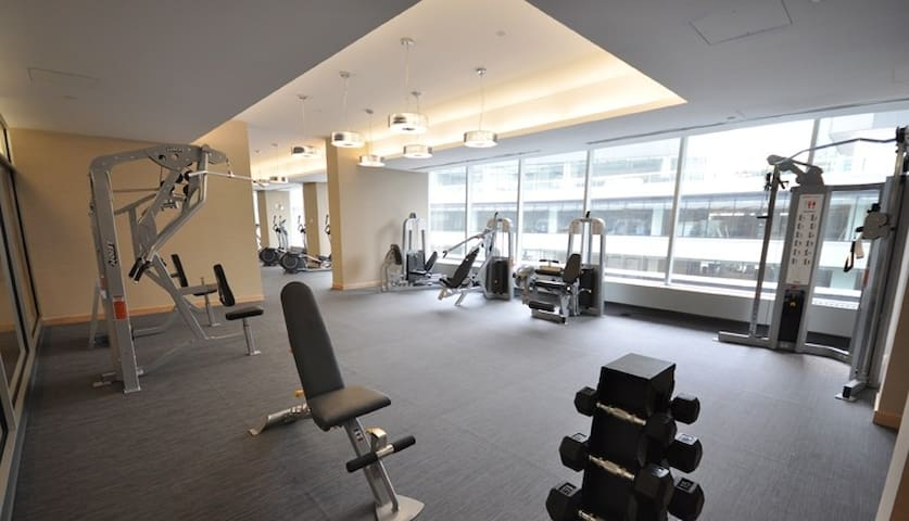 Downtown Spacious Suite next to Union St/CNTower❤️