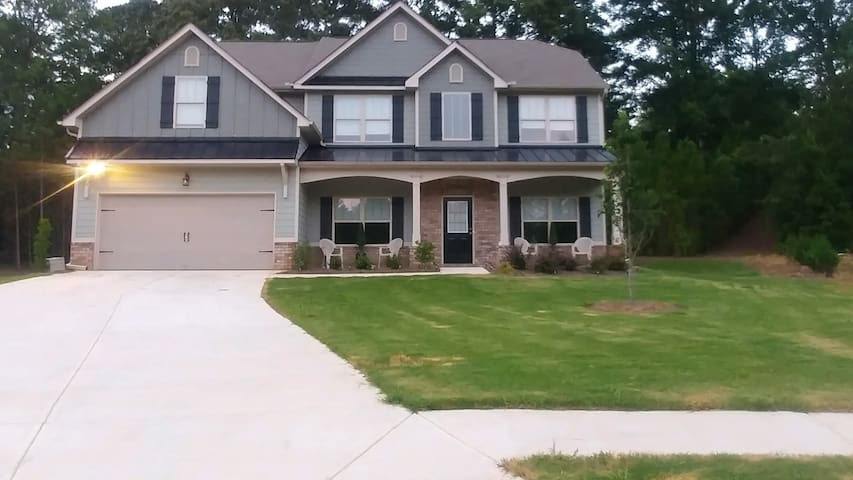 Calm & Cozy Executive Home in Dallas, GA (Rm #1)