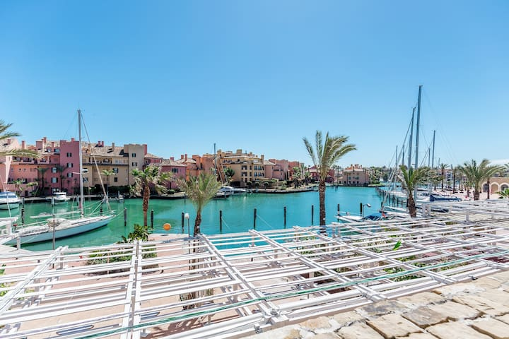 Marina Waterfront Apartment with spectacular views - San Roque - Lägenhet
