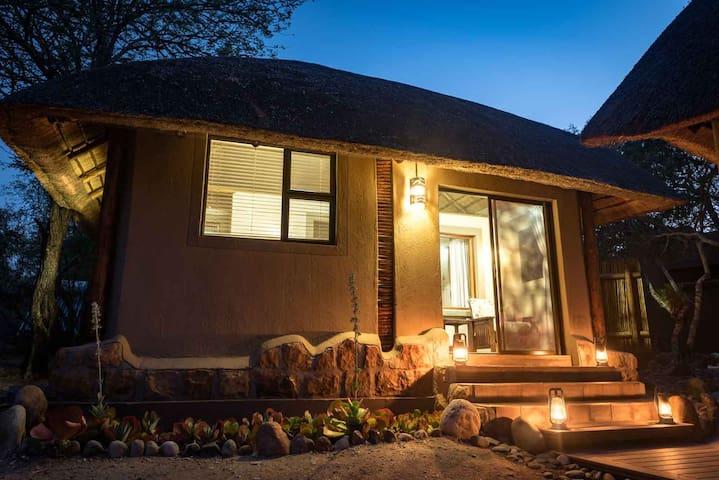 Bundox Safari Lodge - Rhino Chalet