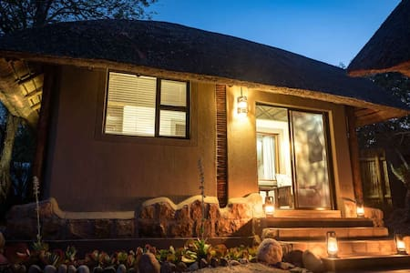 Bundox Safari Lodge - Rhino Chalet