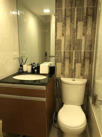 ♡ hot & cold lavatory ♡ with bidet ️♡ free soaps, body wash, toothbrush, toothpaste & a roll of bathroom tissue