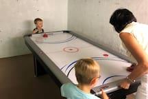 Airhockey in der Spielhöhle
