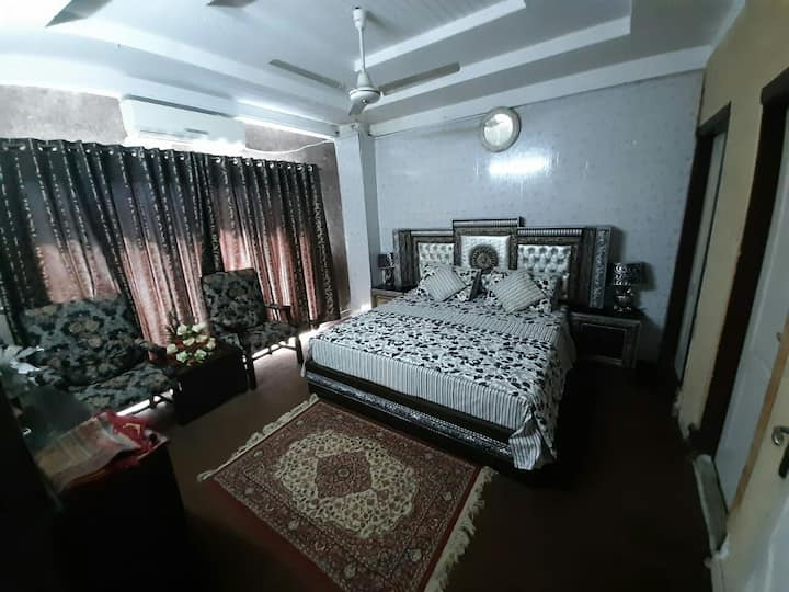 couple rooms avalaible  full secured