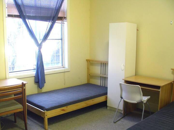 room7-bed-b