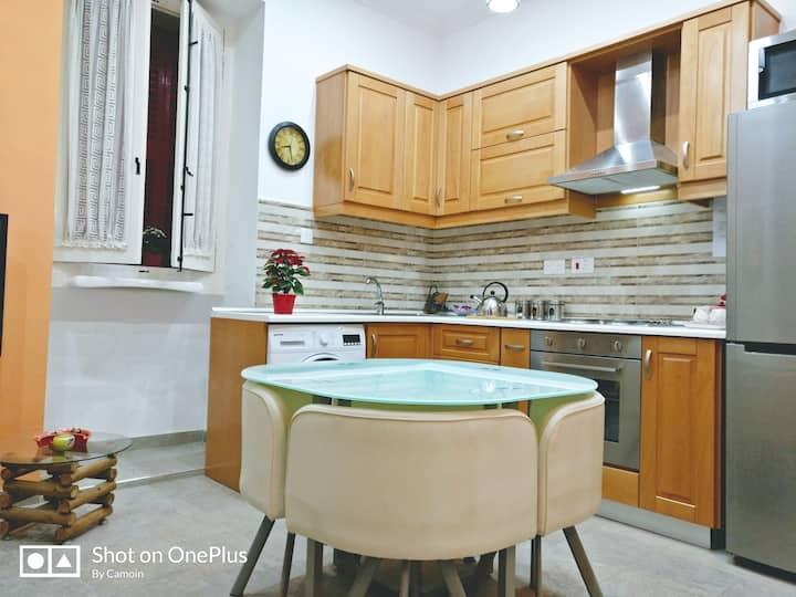 102 Townhouse Floriana , Valletta 5 mins walk away