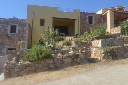 n 2 tirlocali con veranda solarium  e giardino - Province of Olbia-Tempio - House