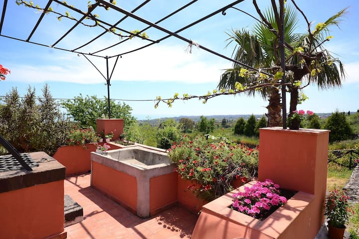 A beautiful typical, rustique Sicilian farmhouse with restaurant close to Etna